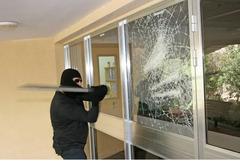 Защитные и бронирующие пленки на окна и стекла.